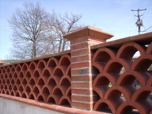 balustres et claustras terres briques et mat riaux naturels. Black Bedroom Furniture Sets. Home Design Ideas