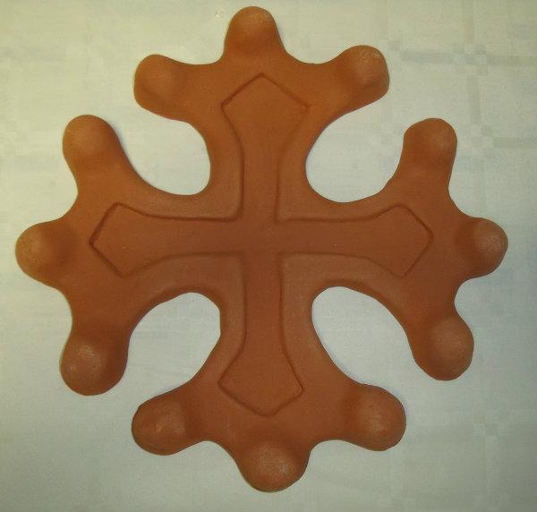 Croix occitane terre cuite